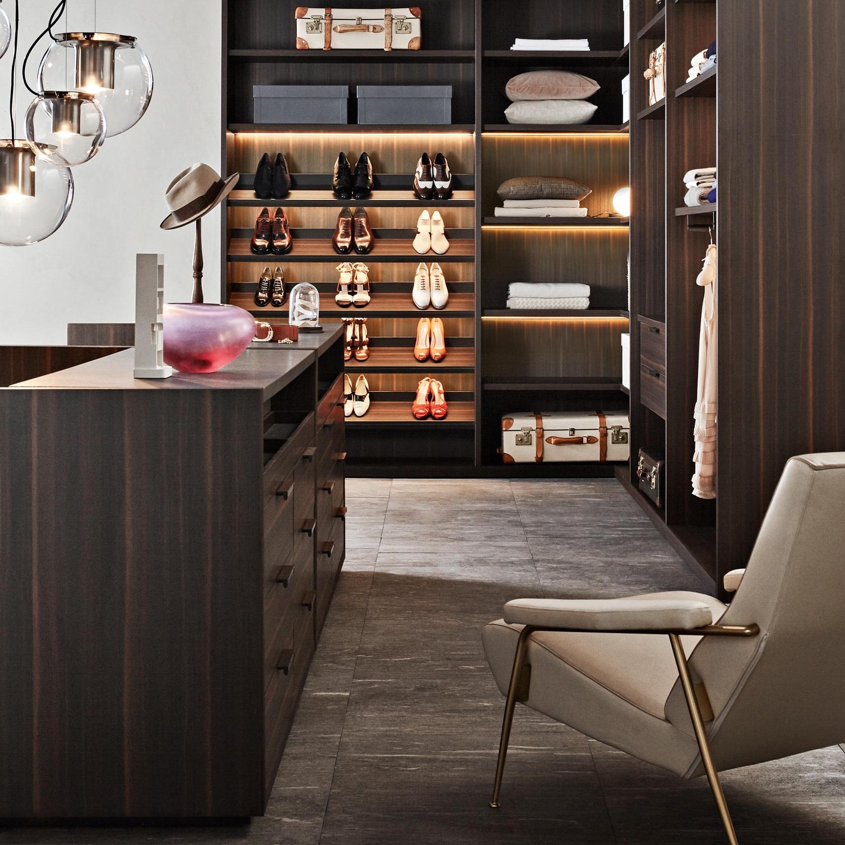Display shoe shelves