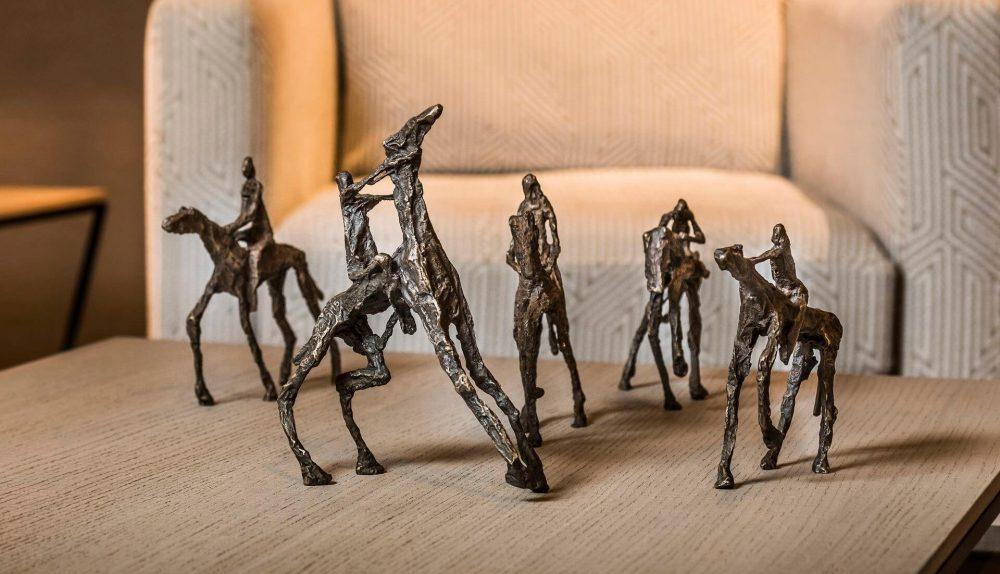 Gardeco To Drive Bronze Figurine Set